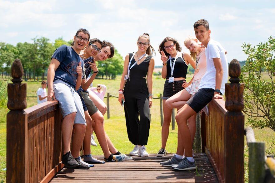 angol tabor fiataloknak